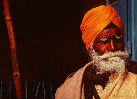 Old_Sikh_man_with_stick.jpg
