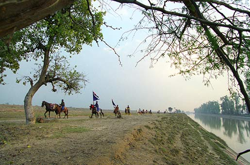 Nihang_Troop_on_Horseback_By_Canal.jpg